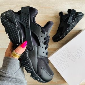 NWT Nike ID Custom Huarache run Oreo